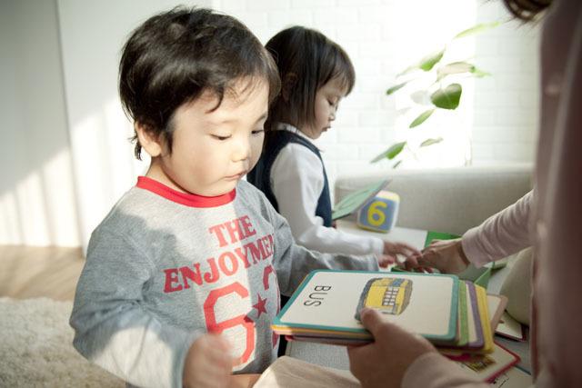 英語教育で日本語のコミュニケーション能力にも影響が!?先輩ママが教えてくれた子どもの特徴。の画像1