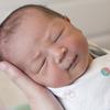 陣痛と眠気、窓の外には強い台風。私の出産奮闘記  <投稿コンテストNo.93>のタイトル画像