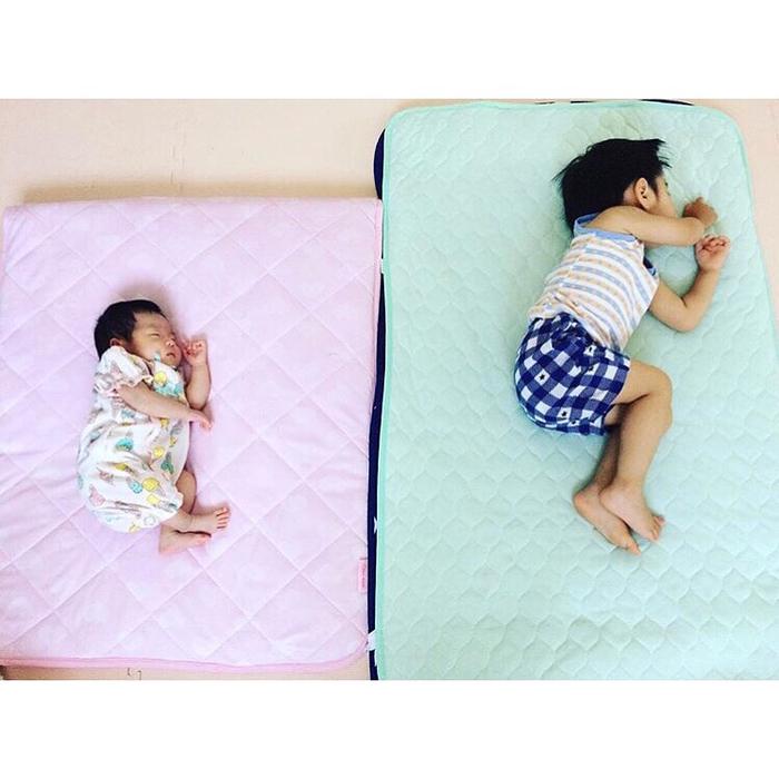 なんで同じポーズで寝てるの!?子どもの「#寝相リンク」が可愛い♡の画像8