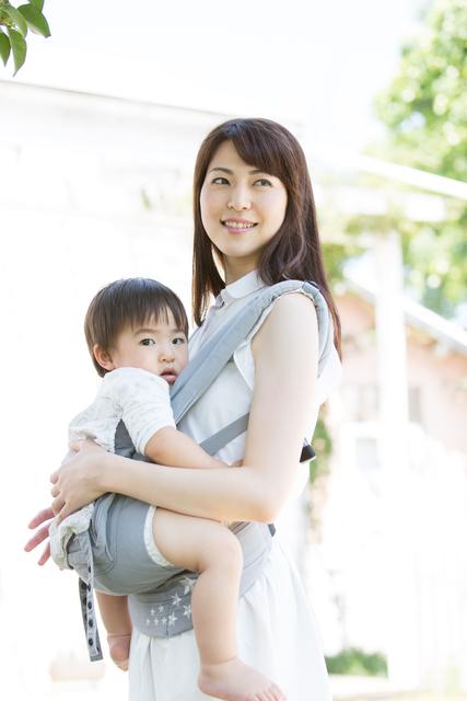 子育ての必需品!人気の抱っこ紐10選&選び方まとめのタイトル画像
