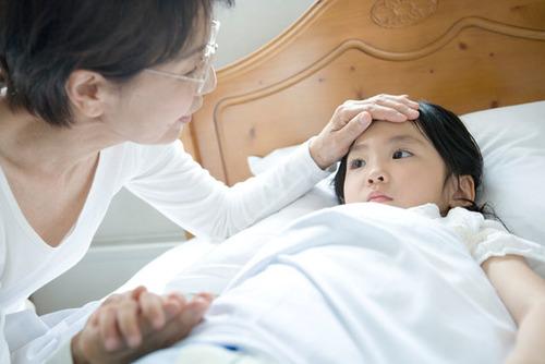 溶連菌に3週連続で3回感染!?驚いた子どもの3つの症例のタイトル画像